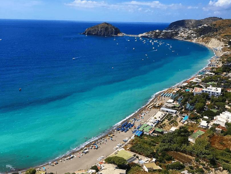 Le 37 spiagge più belle di Napoli